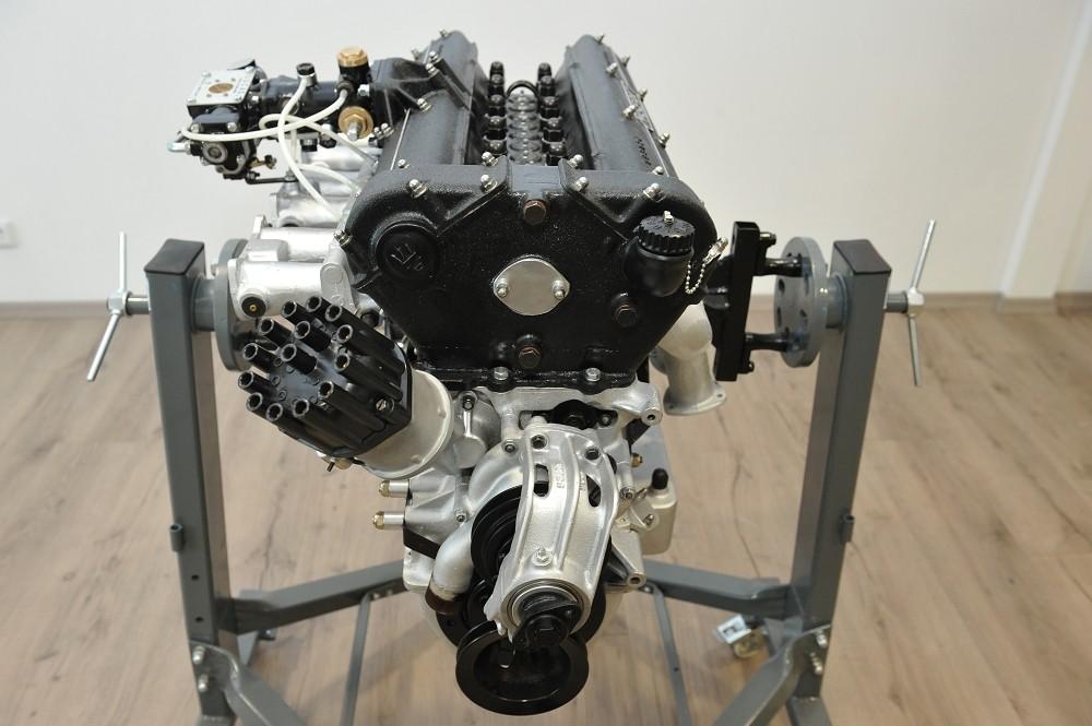 motor-revision-maserati-6-cylinder-engine-004