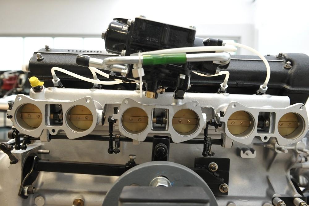 motor-revision-maserati-6-cylinder-engine-006