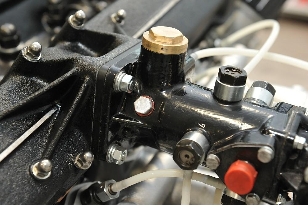 motor-revision-maserati-6-cylinder-engine-007
