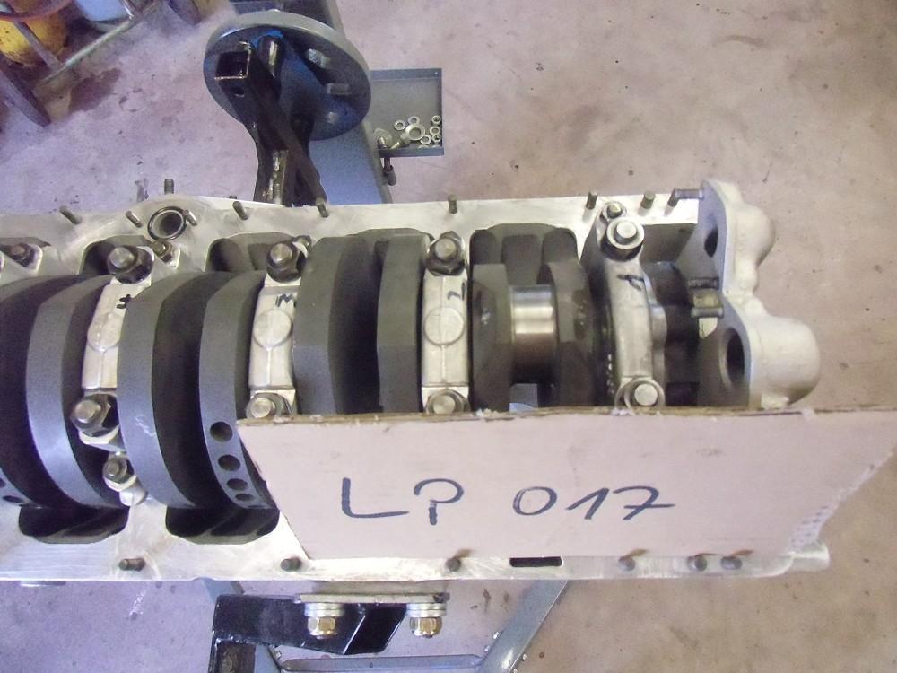motor-revision-maserati-6-cylinder-engine-018