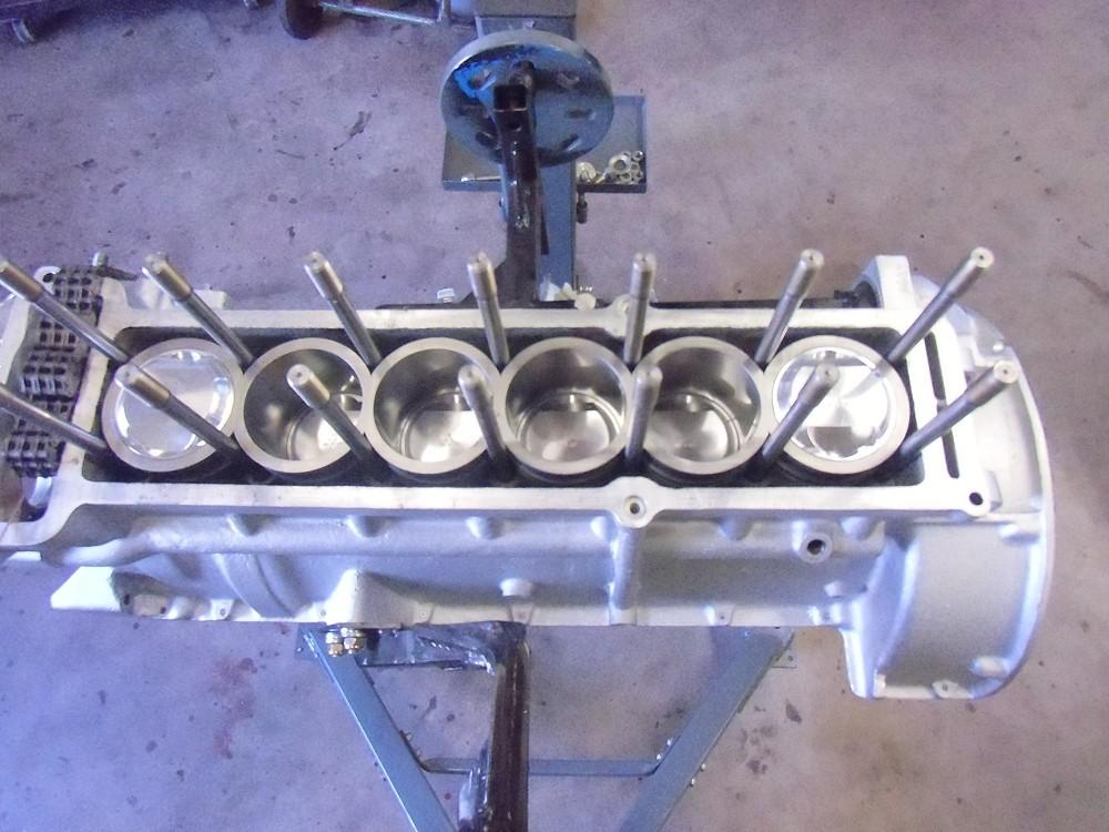 motor-revision-maserati-6-cylinder-engine-019