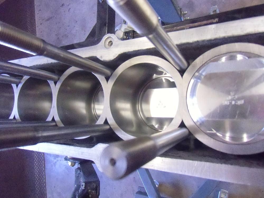 motor-revision-maserati-6-cylinder-engine-021
