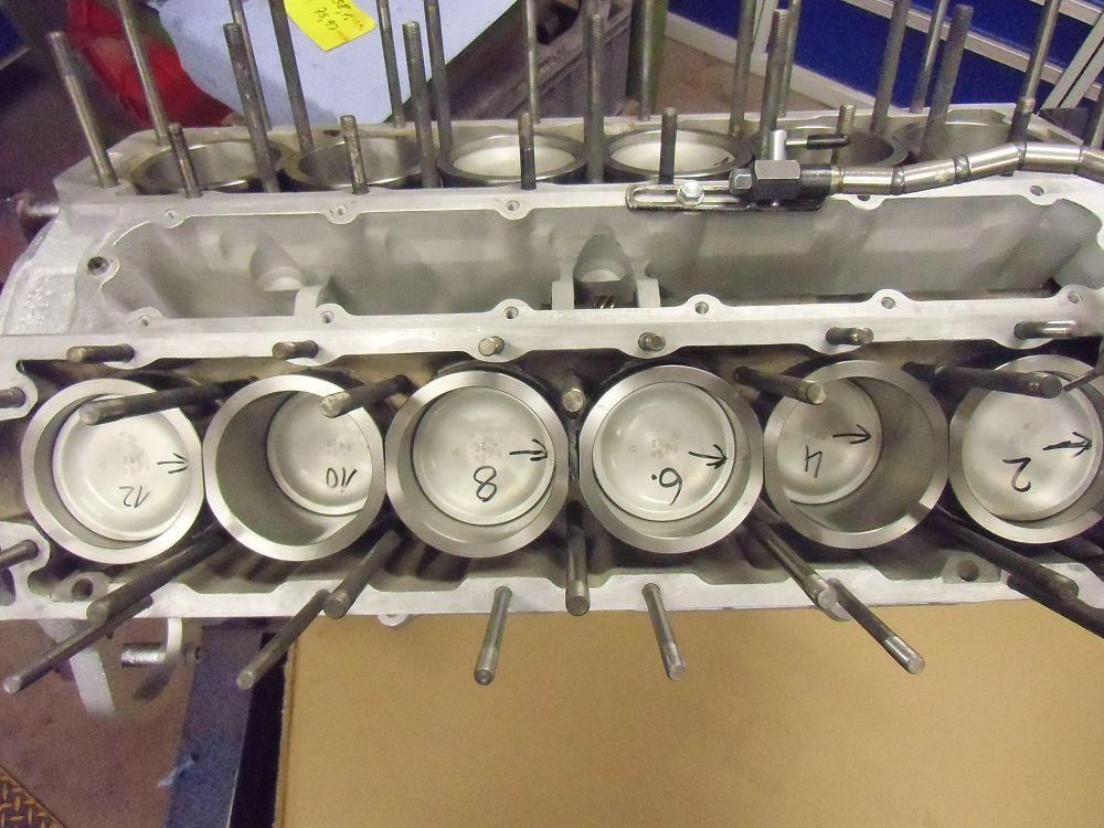 motor-revision-jaguar-v12-engine-008