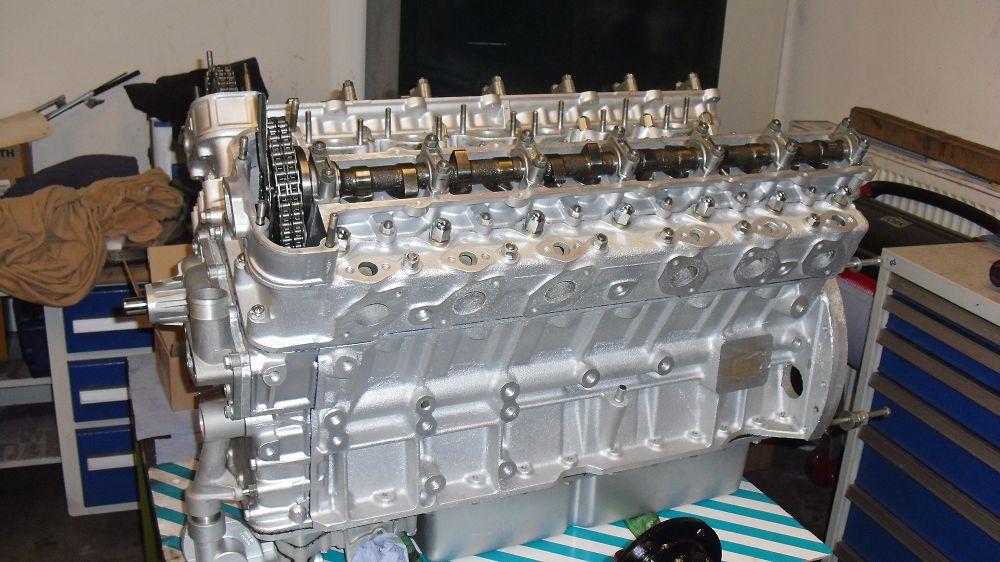 motor-revision-jaguar-v12-engine-014a
