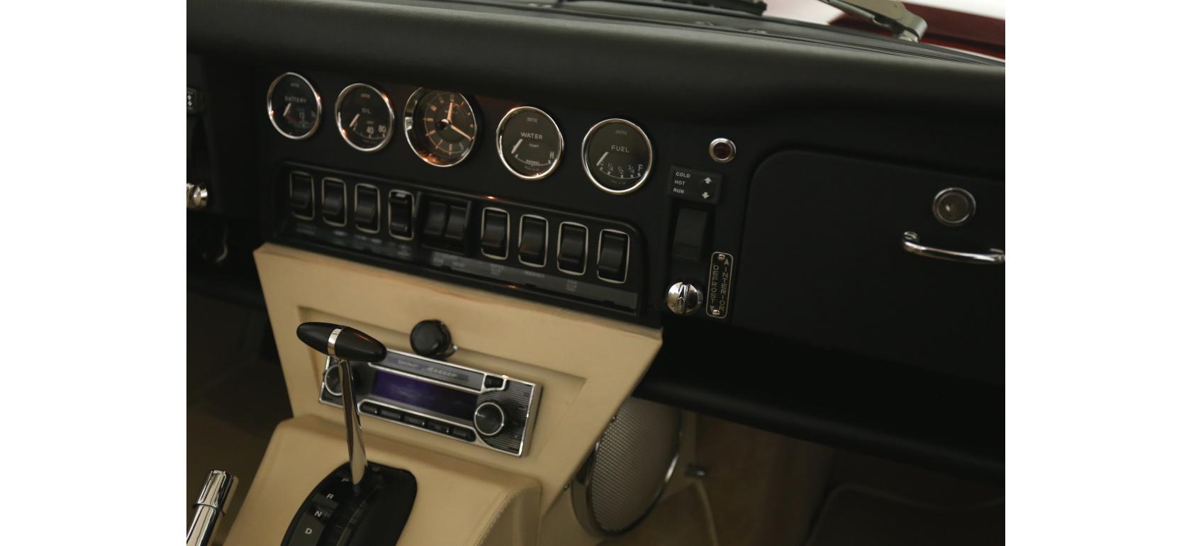 Jaguar_EV12_OTS_Cockpit_8
