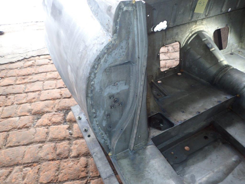 Jaguar-EV12_B-Saeule_nach_Entlackung-3