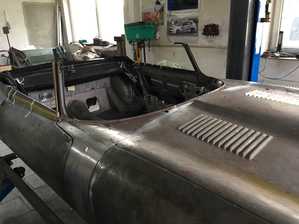 Jaguar-EV12_Karosseriebau_Anpassung_Chromteile-12